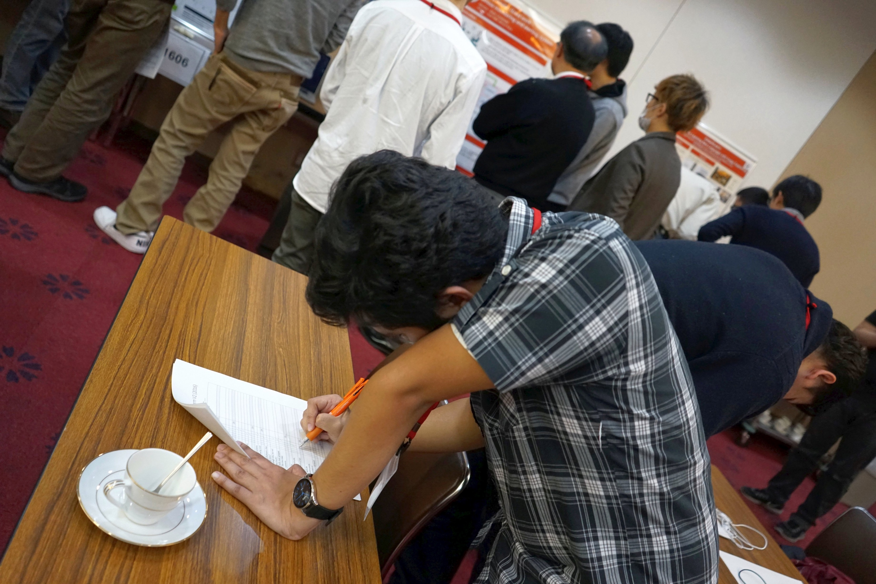 Participants judged each other's posters to study their weaknesses and overtake their dynasties.