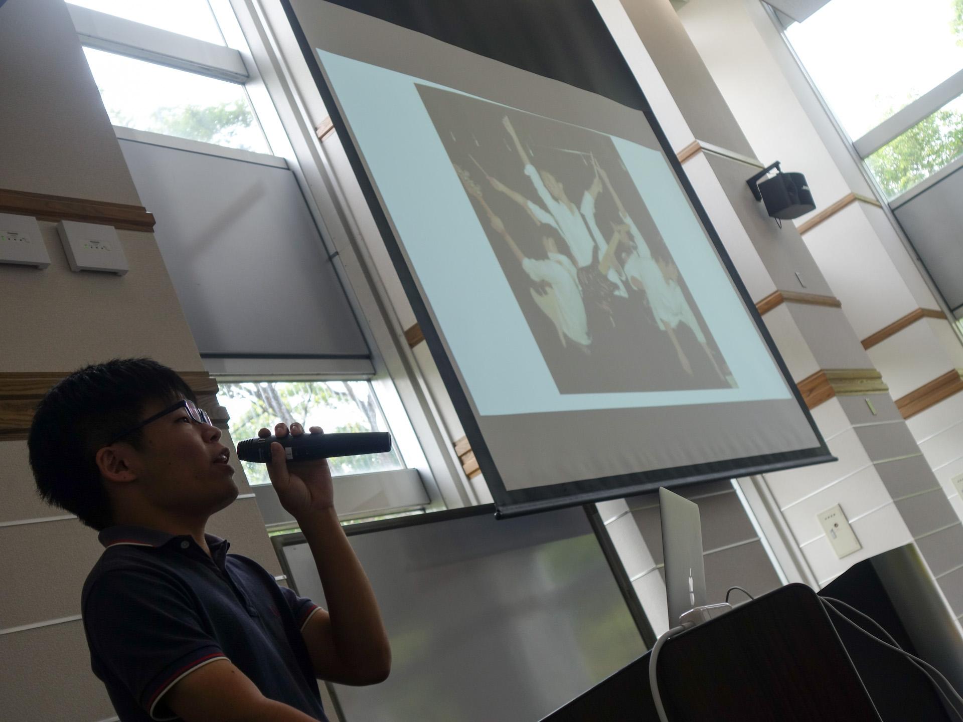 Fumiya Nakamura (M2) presenting his road to NAIST.
