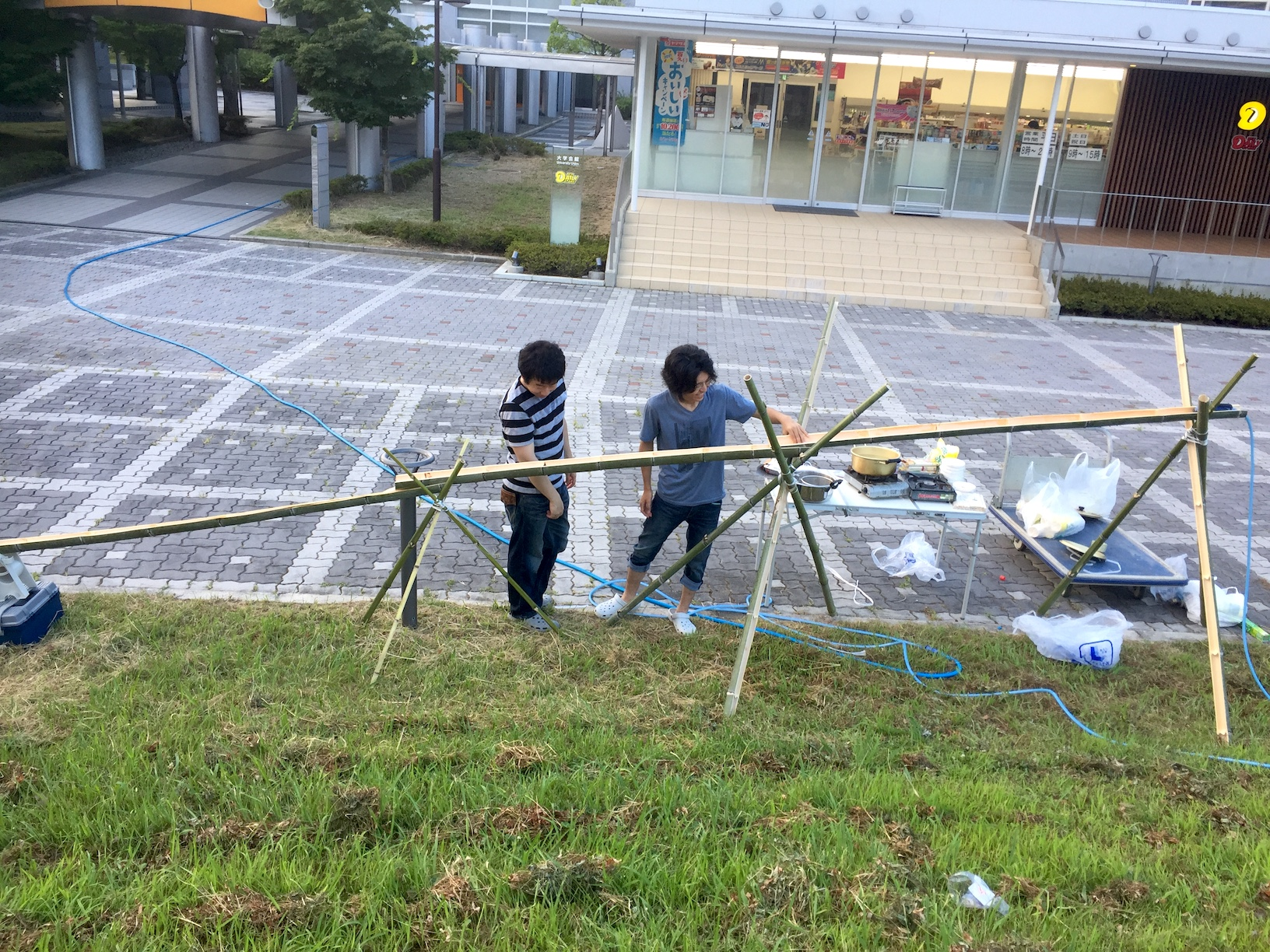 M1 student Wada testing the freshly made bamboo construction.