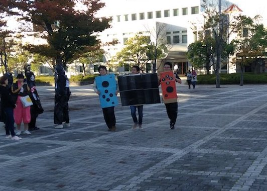This Nintendo Switch group costume turned out difficult, as all three components had to run the course together.